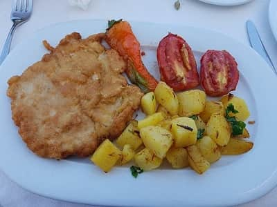 Cutlet with baked potatoes